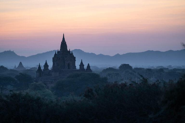 Myanmar Bagan Tempel bei Sonnenaufgang