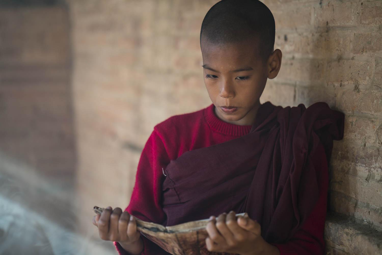 Myanmar Bagan Novize beim Studium
