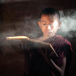 Myanmar Bagan Novize illuminiert